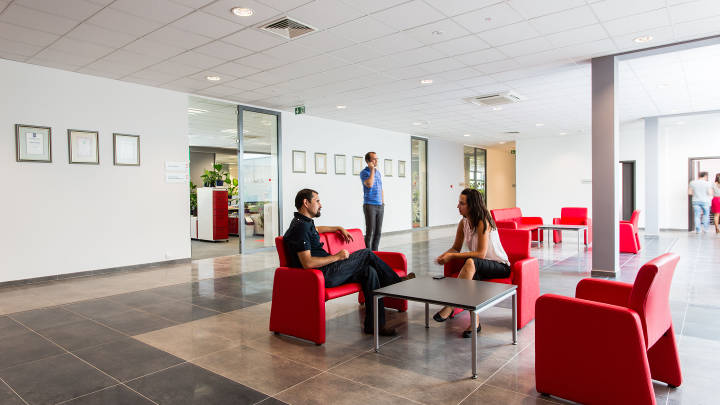 Relaxing atmosphere in the breakout areas of the office