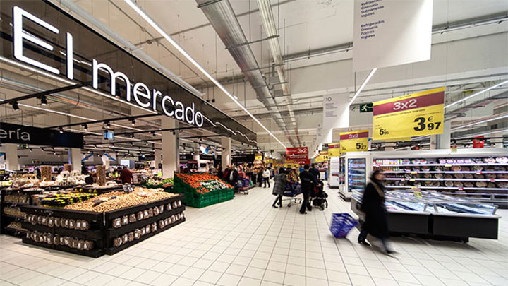 Carrefour Santiago supermarket illuminated with a combination of LED technology and clever lighting controls
