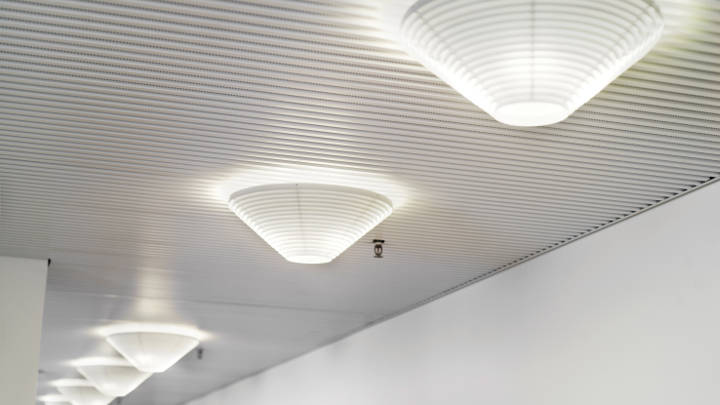 Finlandia Hall has replaced their incandescent bulbs with energy saving MASTER LED bulbs from Philips