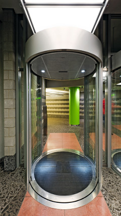 The entrance of Provinzial Rheinland Versicherung AG utilized modern lighting solution thanks to Philips